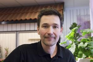 – Jag är nöjd med vår lokal och tycker att det är rymligt och lätt att ta sig in, säger Mathias Larsson, butiksägare.