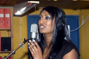Musiken är har stor betydelse i Melinda Elmbarks liv. Nu ger hon snart ut sitt andra album.