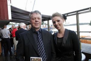 Producenten Tommy Brusell och dottern Sofie Brusell minglade innan föreställningen. Tommy Brussel var lite nervös men avslöjade att han höll masken ganska bra.