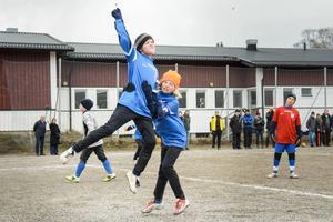 Sundsvalls FF:s Simon Vikström firar sitt 1–0-mål med Viktor Jonasson, som stod för den målgivande passningen. Laget mötte sig självt i kvartsfinalen.