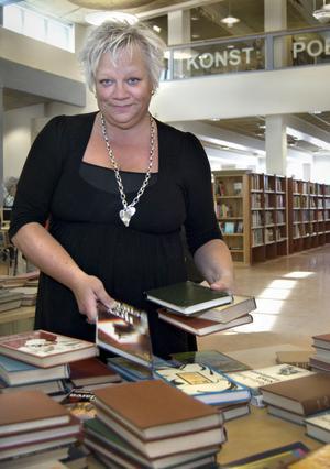 Anna-Maria Björklin, bibliotekschef på Bollnäs bibliotek, har inga regler om hur hon ska klä sig på jobbet.