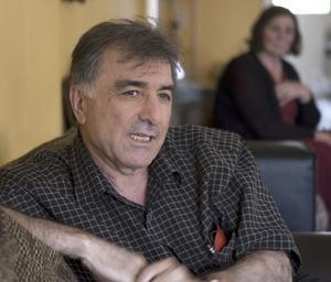 Kritisk. Battal Batti känner sig påhoppad och menar att anledningen till att han blev häktad är för att han är invandrare och att åklagare Mikael Hammarstrand ville ha en förutfattad bild av kurder bekräftad.