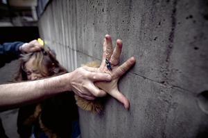 Konstant. Mäns våld mot kvinnor verkar ligga kvar på en konstant hög nivå, skriver Eva-Lena Jansson. Arkivfoto: Heiko Junge/TT