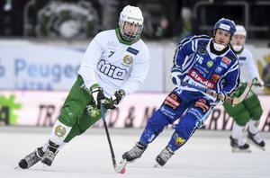 Jesper Jonsson har valmöjligheter. Hammarby, Villa Lidköping och Vetlanda står i kö för hans signatur.