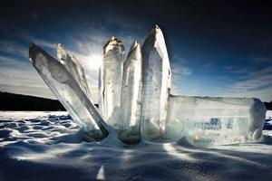 En trädgård av kristaller i is. Skapelsen av jordklotet och människorna. Tron på den gudomliga kraftens existens. Energin och magin i kristallen i konstnären Jack Breeds tolkning.