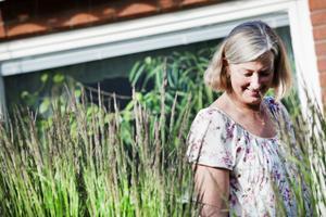 Gräset växer högt vid Anne-Maries altan men hon vill gärna att piprankan ska skynda sig lite för att ge en bättre inramning.