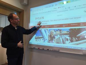 Per Grundström, projektledare, med den nya sajt som ska få faluborna att engagera sig för hur framtidens Falun ska se ut.