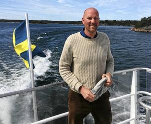 Skärgårdslandstingsrådet Gustav Hemming (C) är nöjd med att man under 2018 kommer att kunna åka på SL-kortet i båttrafiken i Norrtälje kommun.