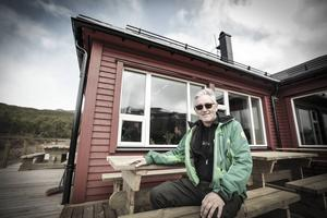 Bengt Montan jobbar som stugvärd i Stensdalen. Han hoppas på många besökare i sommar.   – Det är en fantastisk plats. Här kan man sitta och tomglo ned i dalen hur länge som helst och fundera över livet, säger han.