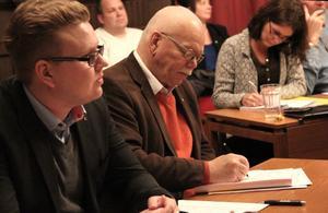 Årstidens söderhamnare kommer att börja utses nu mars – trots att Viktor Wärnick (M), Hans Sundgren (M) och Annika Persson (FP) tycker att kommunen redan delar ut tillräckligt med utmärkelser.
