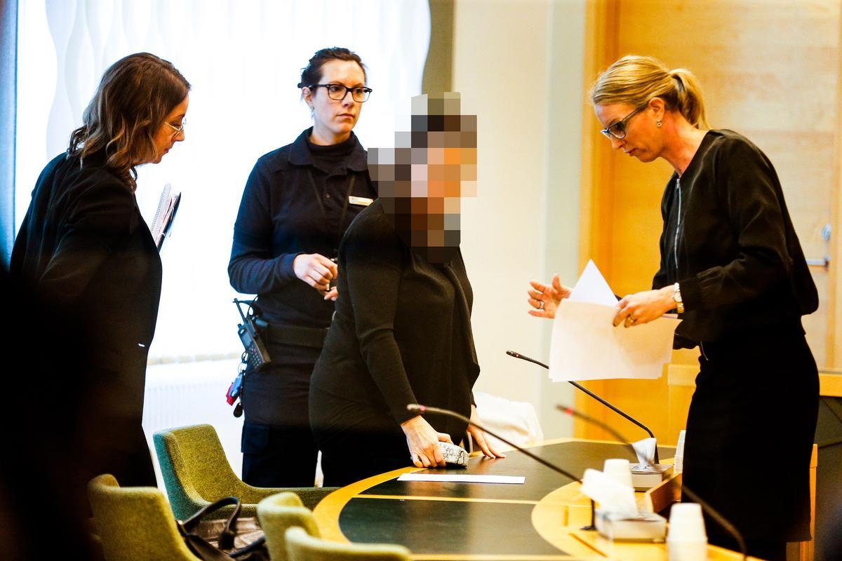 56930225deb2 TV: 42-åriga kvinnan är häktad – misstänkt för mordet på maken