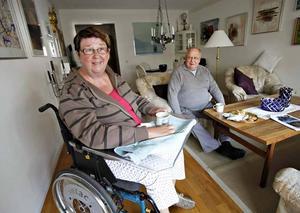 Ann-Rita och John Åsåker försöker att göra det de gjorde innan hennes slaganfall förändrade deras liv.