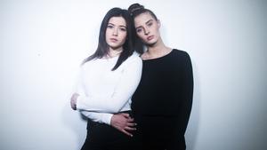 Andrea Kallström, 18, och Hanna Larsson, 16, är nya duon Hanna & Andrea.