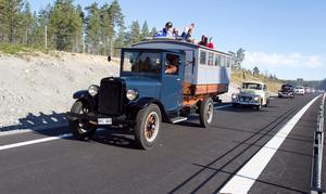 Den nya Europavägen är invigd och dessa fordon fick äran att vara först ut.