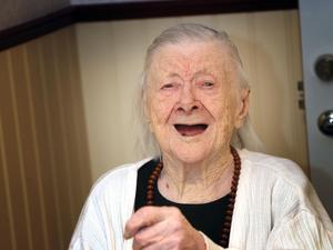Maja Fjellner i Vemdalen fyllde 105 år och firades med tårta på Fjällglimten.