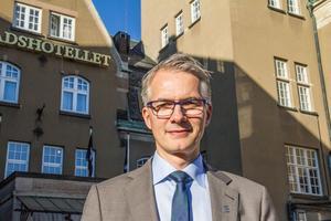Tycker om sin vackra arbetsplats. Cem Gürler har varit hotelldirektör på Stadshotellet i fem år.