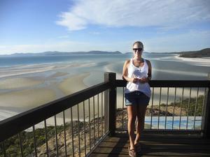 Karin rekommenderar ett besök till Whitsunday Islands, en skärgård med segelkryssningar.