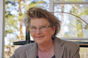 Gunilla Linn Perssons nya roman Hemåt över isen utspelar sig på ön Hustrun långt ute i havsbandet.