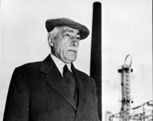 Generalkonsuln Axel Ax:son Johnson levde mellan1876 och 1958. Han bildade, tillsammans med hustrun Margaret, en stor forskningsstiftelse med säte i Avesta.
