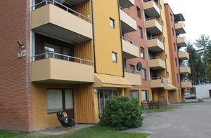 Familjen bor just nu en av Migrationsverkets lägenheter i Timrå.