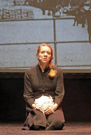 Olivia Molin hittar både det hårda och det milda i Wilhelmina Skogh.