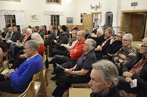 Runt 40-50 deltagare kom på mötet. Många hade trott att de skulle diskutera oliak förslag för Järledammen, men det visade sig att Naturvårdesverket redan hade bestämt sig,