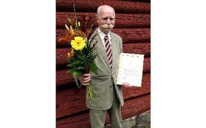 Sven Janson får Anna Enborgs-stipendiet som delas ut av Borlänge Hembygdsförening.FOTO: BO PERSSON