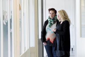 Jonna Källström Börresson och Anna Idell gläds åt att inom kort kunna öppna huset för människor som lever i någon form av utanförskap.
