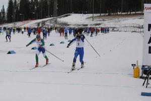 Linn Svahn tog sig förbi Gry Abrahamsson-Gjersvold precis före mållinjen.
