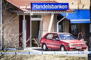 Det kvarlämnade fordonet, en röd sedan, stals i Stockholm i början av januari.