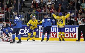 Målkungen William Nylander jublar över sitt sjunde VM-mål som cementerade Tre Kronors final-plats.