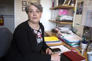 """Åsa Bergkvist har fått 25 – 30 vykort. """"Att medborgare kan reagera starkt över beslut är jag väl medveten om"""", säger hon."""