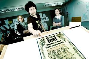 TECKNARTRIO. Kalle Landegren, Linton Rubino och Fyffe Liegnell är några av serietecknarna bakom Comic Royale, vars tredje album har releasefest på Spegeln.Foto: Serietecknarskolan