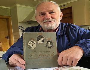 Per Olof Johansson, före detta ordförande i Lohärads hembygdsförening, äger kokboken med det första receptet på prinsesstårta.