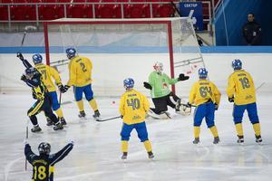 Joel Othén slår ut med armarna efter att ha släppt in ett av Kazakstans fyra mål.