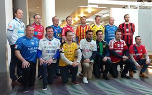 Superettans tränare samlade under måndagens upptaktsträff i Upplands Väsby. På bilden saknas Varbergs tränare, Jörgen Wålemark.