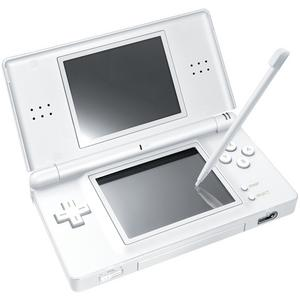 Det är med datorspel som med film, de flesta tycker att det är kul oavsett ålder. Dödar tid gör de med. Spelkonsolen Nintendo DS Lite kostar cirka 1 300 kronor.