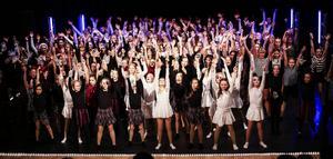 Avslutningsdansen med alla dansare och ledare.