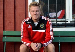 26-årige Pontus Melander tog över Alnö IF för två säsonger sedan. Etta i femman, tvåa i fyran och nu etta i fyran är hans facit sedan dess.