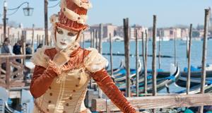 Deltagarna under karnevalen lägger ned mycket tid och möda på att klä sig speciellt.