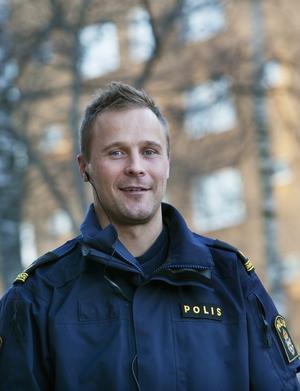 Jonas Packalén, polisinspektör på Södertäljepolisen, säger att en del illegal tobaksförsäljning är kopplad till grövre brottslighet.