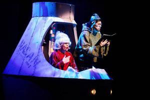 """Inledningsnumret """"Höger vid Mars"""" handlar om astronauterna från Jämtland som varit  i luften  i över 40 år."""