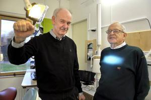 Vid måndagens firande var också tandläkarna Bengt Pålstam och Per Ekman på plats i Brunflo som båda haft klinikens första tandläkare Karl Anders Bjernstam som sin mentor.