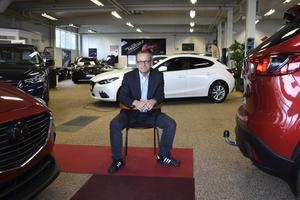 För lite plats för begagnat och fullbelagd verkstad. Det är två skäl till att Peter Forsgrens Autoval köpt Molin Bils nuvarande fastighet.