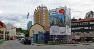 Ikano kan bygga två hus med hyresrätter i korsningen Nygårdsgatan-Lovisebergsvägen. Grannar överklagade bygglovet men fick inte rätt.
