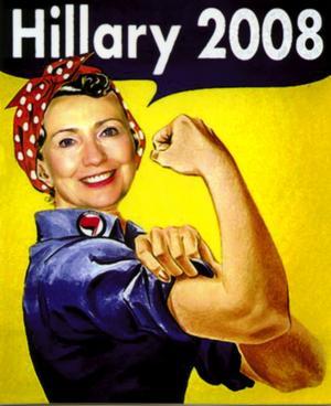 Hillary Clinton visar musklerna. Politiska TV-program, där Hillary Clinton och andra presidentkandidater besvarar videosnuttar som frågeställarna sänt in från sina datorer via You Tube, ger Internet nya politiska dimensioner. Tänk att få synas ihop med Hillary i TV-rutan och själv bli småkändis på kuppen.