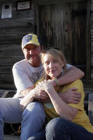Countrysångaren Kriztina Rogers från Gnarp blev blixtförälskad i Chase Rogers från USA förra året. Kärleken till honom gjorde att hon lämnade familj och vänner och flyttade till USA.