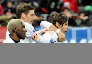 Astrit Ajdarevic gratuleras av Magnus Wikström och Eric Bassombeng efter målet.