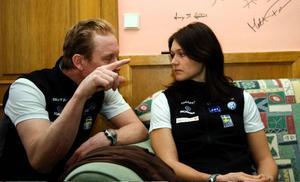 Britta Norgrens höga blodvärde, som tros orsakas av magsjuka, gör att hon missar de två första VM-loppen. Här är hon i samspråk med Gunde Svan under en pressträff i går.