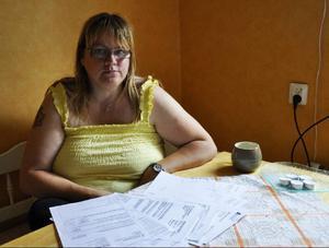 Läkarutlåtanden från två läkare, begärda kompletteringar, försäkringskassebeslut, det har samlats en hel del papper på ett par månader.